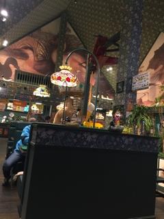 ハセガワストアーの焼き鳥弁当とラッキーピエロのチャイニーズチキンバーガー-1